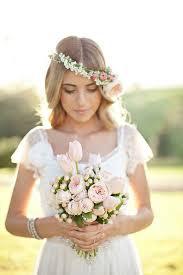fleurs cheveux mariage les coiffures de mariage fleuries