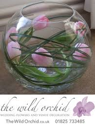 so simple yet so effective a fishbowl vase with bear grass and