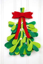 diy christmas decorations felt mistletoe happiness is homemade