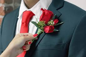 boutonniere flower how to put on a boutonniere in 5 easy steps ftd