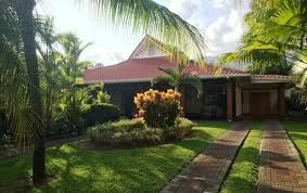 4 bedroom tropical home steps from the beach in los delfines