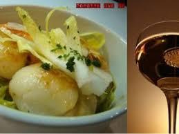 poireaux cuisiner noix de st jacques sur fondue de poireaux au curry recette ptitchef