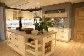 moderne landhauskche mit kochinsel die küchentrends für 2017 metall natur und mehr musterhaus