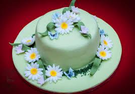 birthday cake with daisies u2013 olison u0027s cupcakes