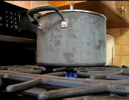 shabbos blech leaving stove on shabbat or yom tov dangerous experts say