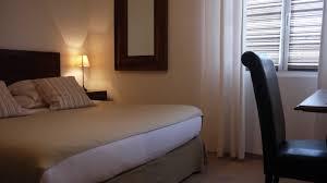 petit plat en chambre chambre confort hôtel bello visto gassin