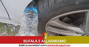 ladari in plastica bufala e allarmismo una bottiglia di plastica incastrata cos祠 i