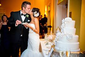 wedding cake cutting how to serve your wedding cake quicker weddingelation