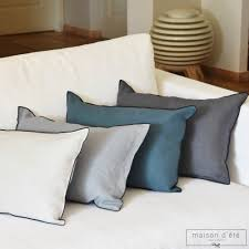 chemin de lit en lin coussin en lin épais bleu canard bourdon noir 35x50