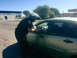 thanksgiving dinner fort worth photos texas police officers hand out turkeys instead of tickets