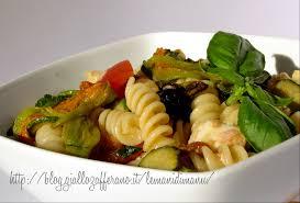 primo piatto con fiori di zucca insalata di pasta con fiori di zucca e zucchine ricetta facile