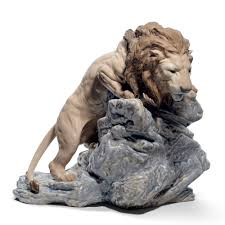 lion figurine lion pouncing 01008656 lladro figurine seaway china company