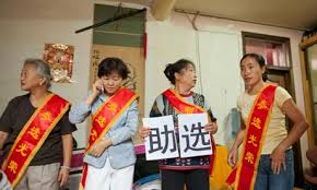 ... they may not seem terribly radical: Yang Lingyun, a 40-year Communist party stalwart, worries about her messy housing estate. Zheng Wei wants to help ... - Independent-candidates-st-007