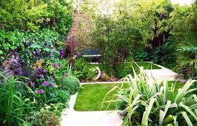 imagenes de jardines pequeños con flores jardines pequeños y patios traseros de diseño único jardines
