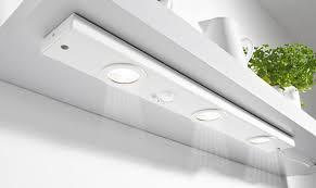 eclairage cuisine sous meuble spot eclairage cuisine on a tous besoin du0027un clairage optimal