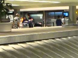 United Airlines Baggage United Airlines No Security At Baggage Claims Youtube