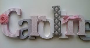 buchstaben kinderzimmer holzbuchstaben für kinderzimmer in rosa weiß und grau