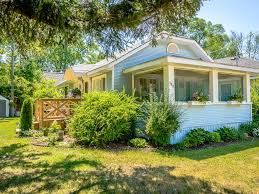 a vintage crystal beach cottage summer is selling out 3 br