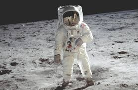 how did lunar astronauts survive the temperatures on the