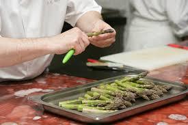 cuisiner l asperge l asperge et ses bienfaits combien de calories et comment la