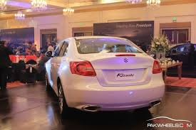 renault pakistan suzuki kizashi launched at 50 lakh rupee in pakistan