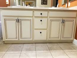 how to professionally paint kitchen cabinets kitchen cabinets professionally painted kitchen cabinets spray