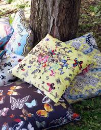 Coussin Christian Lacroix Pile Of Colorful Christian Lacroix Decorative Christian Lacroix
