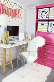 Office Decorating Ideas Pinterest by Best 25 Pink Gold Office Ideas On Pinterest Gold Office Decor