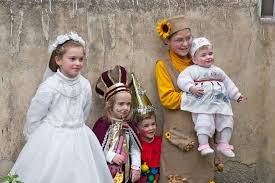 esther purim costume purim the story of esther isavta co il