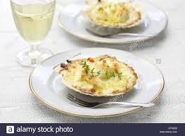 cuisine coquille jacques coquilles jacques gratin scallop cuisine stock photo