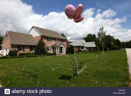 balloons for party for birth of a baby outside typical house