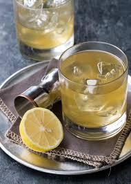 gold rush cocktail garnish with lemon