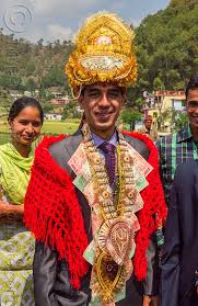 indian wedding groom indian wedding groom with banknotes costume india