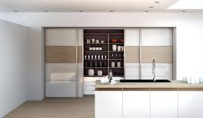 cuisine dans un placard placards de cuisine le tourniquet placard de cuisine haut en bois