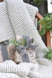 unique gift wrap 10 clever unique ways to wrap gifts with brown kraft paper curbly