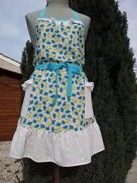 au feminin cuisine tablier a bavette 585 tissu fleuri blanc bleu volant en broderie