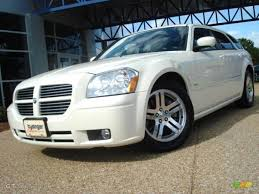 2005 cool vanilla white dodge magnum r t 18998390 photo 17