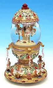 snow globe made of resin with traditional 18 note musical