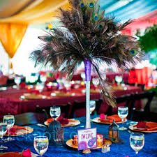 another beautiful peacock feather centerpiece using peacock tail