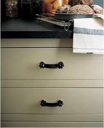 Hardware Black Glass Cabinet Pulls Remodelista - Glass kitchen cabinet pulls