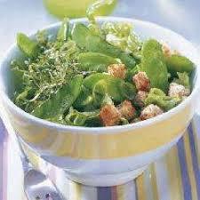 cuisiner des pois mange tout recette salade de pois mange tout et croûtons à l ail toutes les