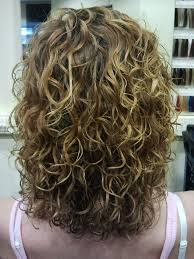 medium length permed hairstyles big curls highlights medium length hairstyles pinterest