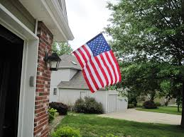Hanging Flag Upside Down Is It Bad To Hang An American Flag The Wrong Way Mamáslatinas