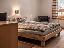 Schlafzimmer Betten H Fner Gasthaus Edelweiss Schweiz Langwies Booking Com