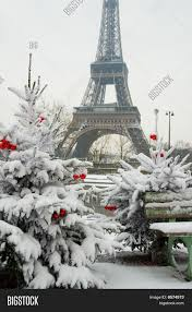 Eiffel Tower Decoration Rare Snowy Day In Paris The Eiffel Tower And Decorated Christmas