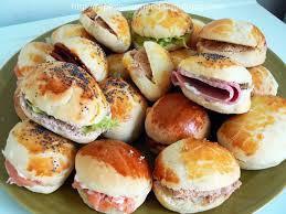 navette cuisine navettes garnies cuisinons ensemble buffet brioche and tapas
