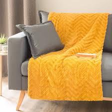 jeté de canapé maison du monde jeté en fausse fourrure jaune moutarde 130 x 170 cm maisons du monde