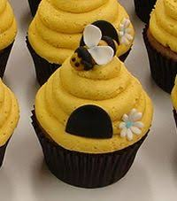 bumble bee cupcakes buzzing bumble bee cupcakes goodcupcakes baking
