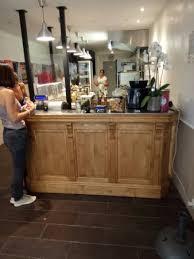 comptoir de la cuisine le comptoir et la cuisine vitrée en entrant photo de au tour