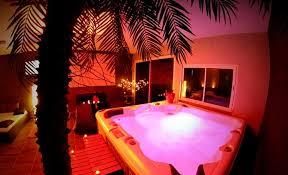 nuit d hotel avec dans la chambre suite pour amoureux avec le perceval spa lyon 69 nuit d
